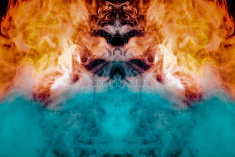 La figura túnel en el fuego, con anaranjado, las llamas azules y rojas, representó soplos de los rizos de evaporación del humo en imágenes de archivo libres de regalías
