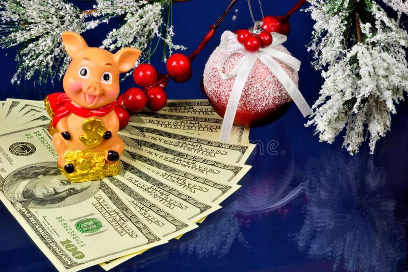 La figure d'un porc avec une tirelire est un symbole de l'année, un animal calculateur dans une humeur gaie, peut prévoir des évé image libre de droits