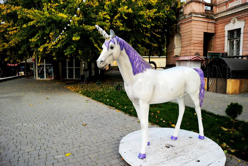 La figure d'une licorne dans un des parcs de la ville d'Odessa photos libres de droits