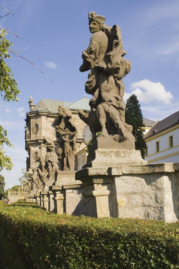 La fila fascinadora de estatuas imagen de archivo libre de regalías