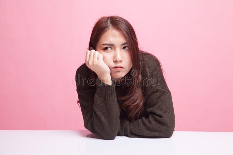 La fille asiatique obtient ennuyeuse photo libre de droits