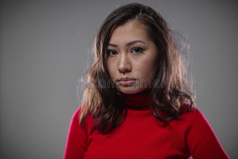 La fille asiatique pleure maintenant photo stock