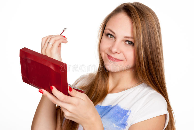 La fille assez blonde fait le maquillage images stock