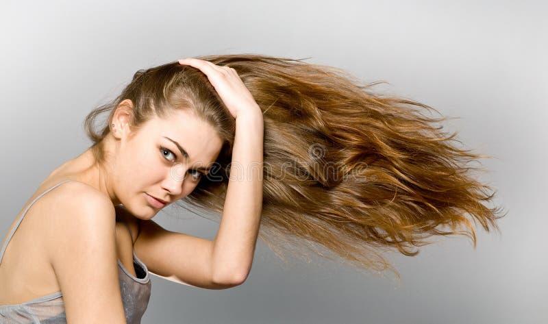 La fille aux cheveux longs images libres de droits