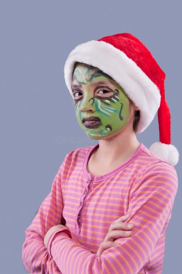 La fille avec le grinch aiment la peinture de visage. image stock