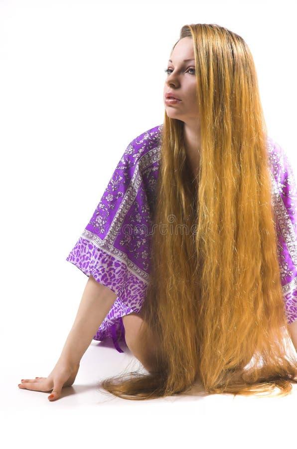 La fille avec le long cheveu photo libre de droits