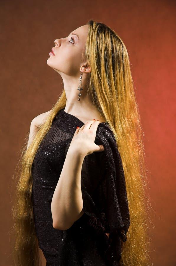 La fille avec le long cheveu photographie stock