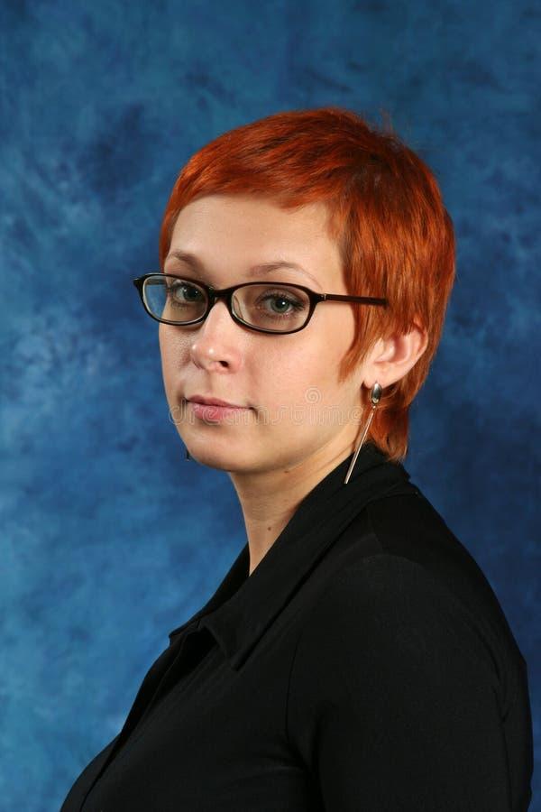 la fille avec les cheveux rouges photographie stock libre de droits