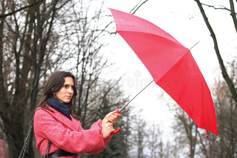 La fille avec un parapluie photos stock