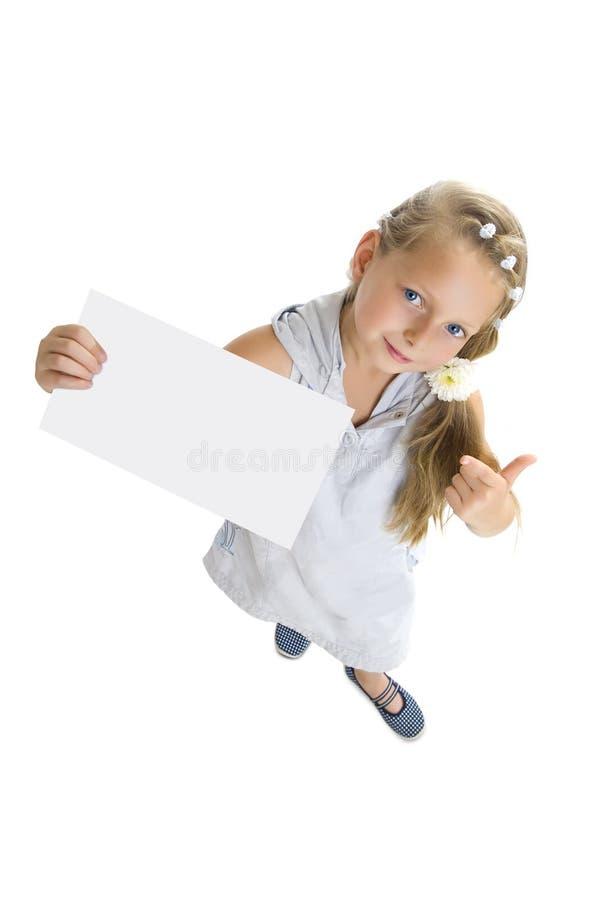 La fille blonde affiche la carte photographie stock