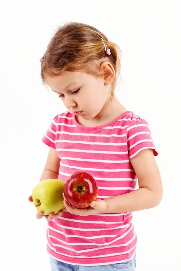 La fille déteste des pommes image stock