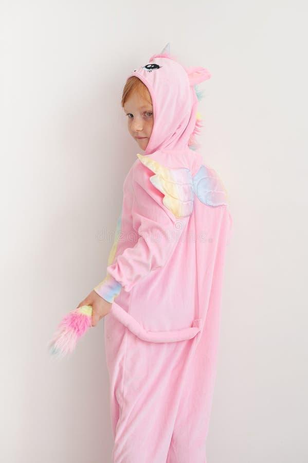 La fille dans le costume de licorne photographie stock libre de droits