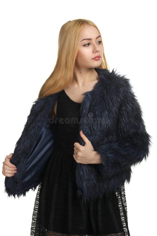 La fille dans un manteau de fourrure photos libres de droits