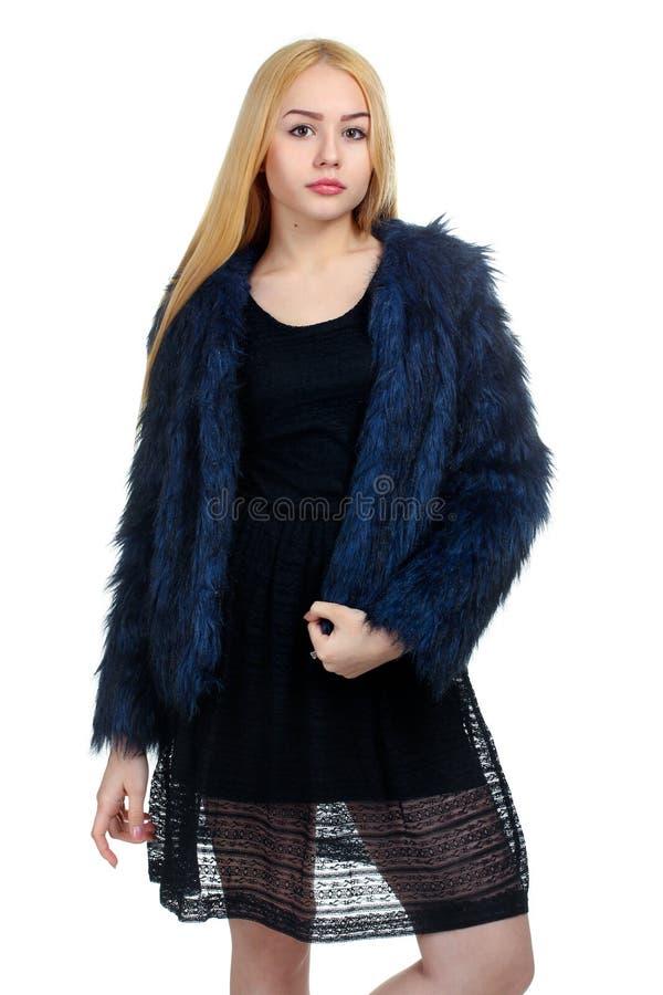 La fille dans un manteau de fourrure photo libre de droits