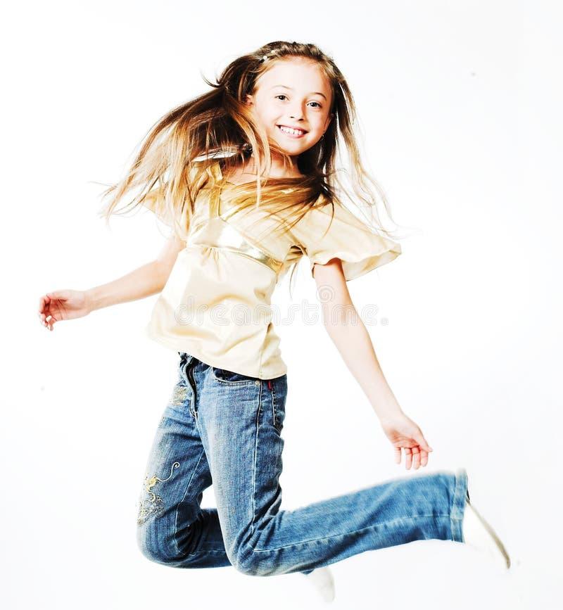 la fille de fond saute le blanc photo libre de droits