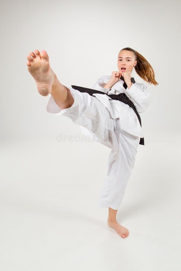 La fille de karaté avec la ceinture noire photos libres de droits