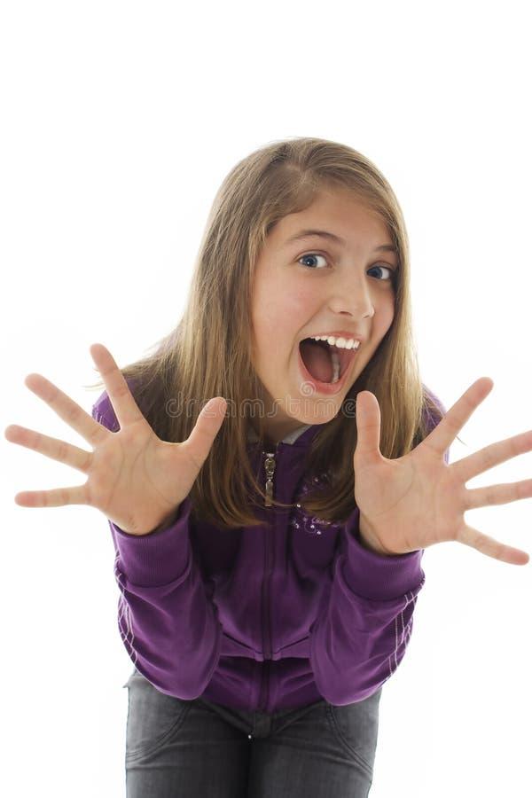 La fille de l'adolescence avec des mains lèvent la verticale images libres de droits