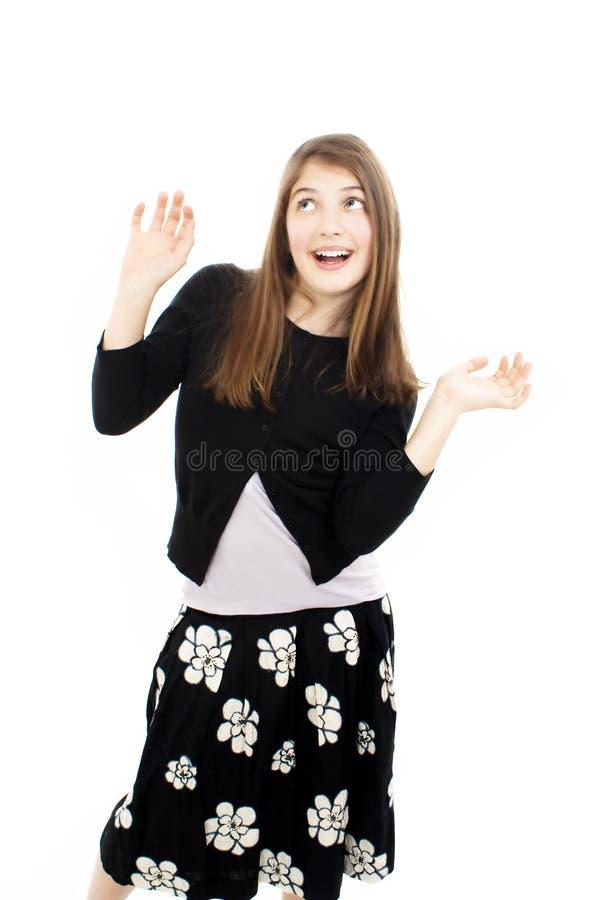 La fille de l'adolescence avec des mains lèvent la verticale photographie stock libre de droits