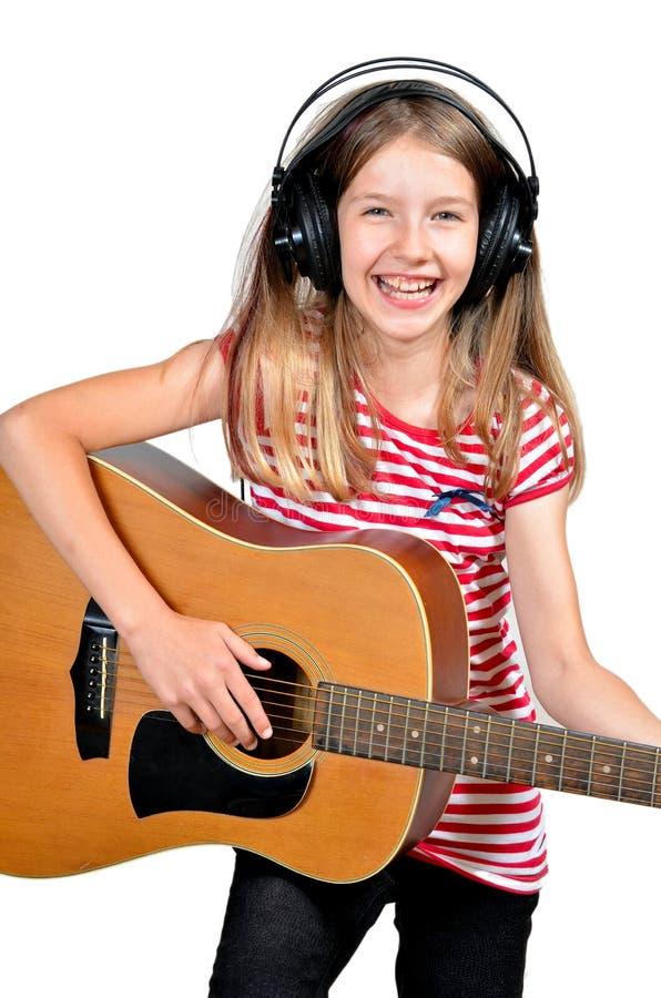 La fille drôle aiment la musique images stock