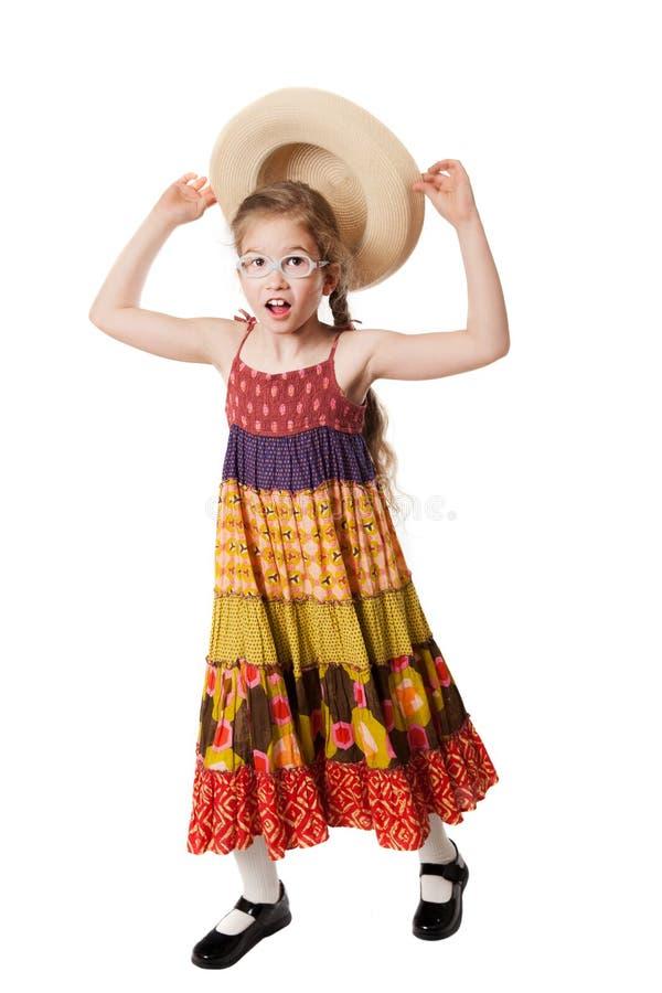 La fille drôle attrape le chapeau image libre de droits