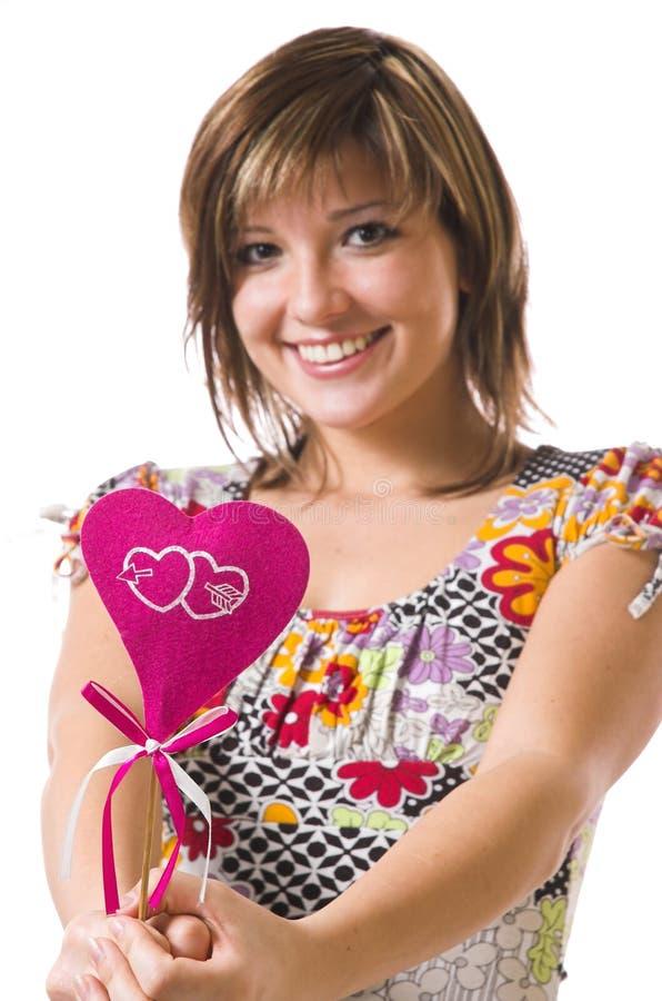 La fille et le coeur gais photographie stock libre de droits