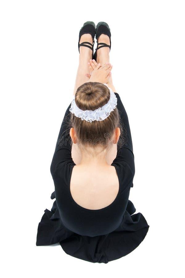 La fille heureuse exécute l'exercice gymnastique images stock