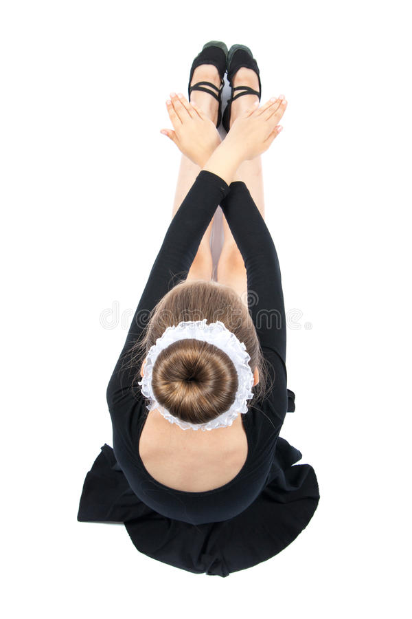 La fille heureuse exécute l'exercice gymnastique images libres de droits