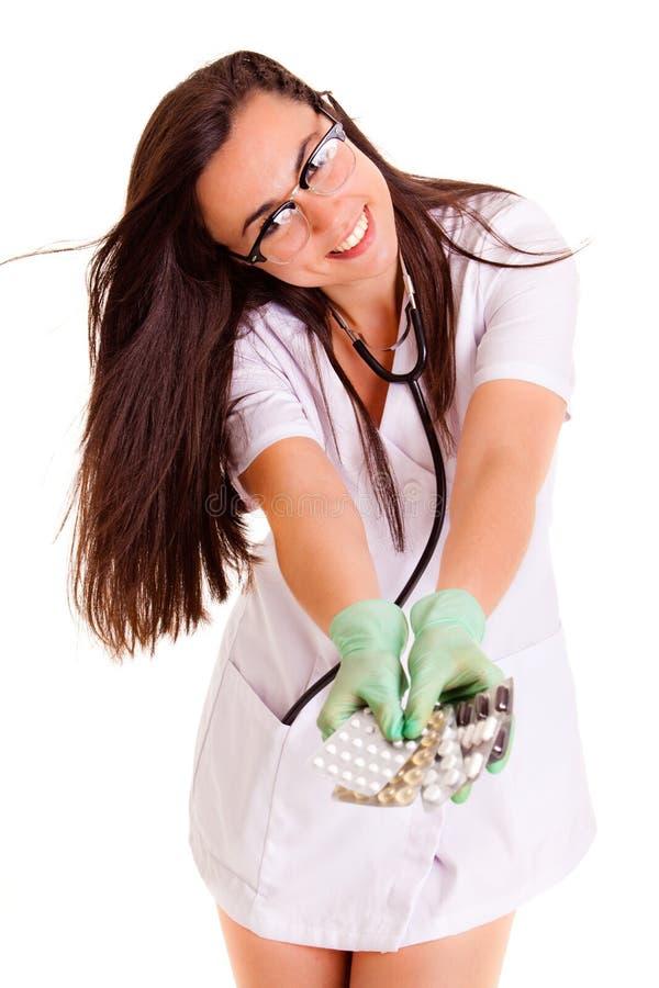 La fille médicale de soins de santé de Doktor d'isolement sur le fond blanc pils dope photos libres de droits