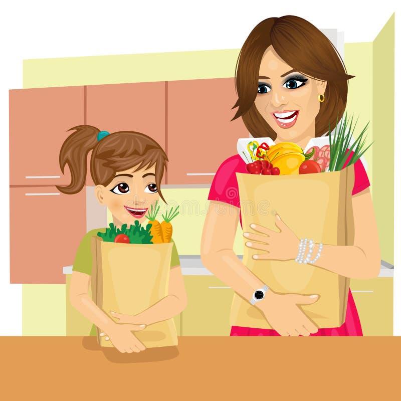 La fille mignonne aide sa mère à porter des sacs en papier d'épiceries dans la cuisine illustration stock