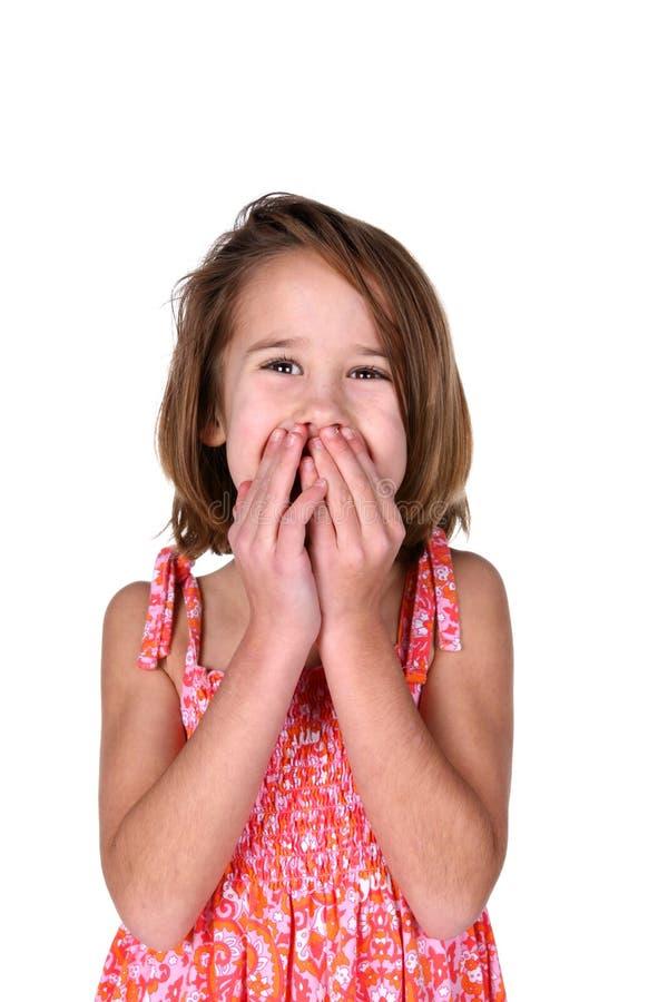 La fille mignonne dans la robe lumineuse avec remet la bouche photographie stock