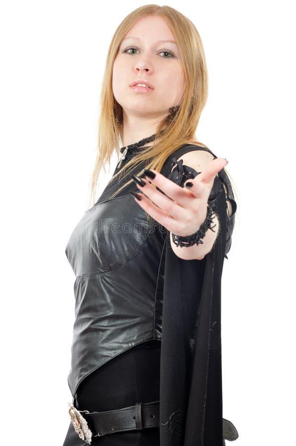 La fille regardant l'appareil-photo et l'exposition invitent le geste photographie stock libre de droits