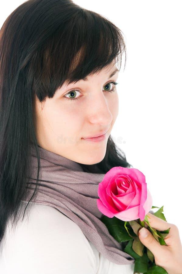 La fille romantique avec un rose s'est levée photo stock