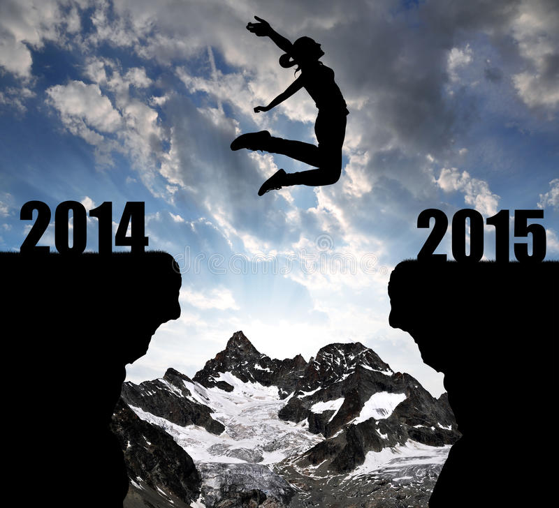 La fille saute à la nouvelle année 2015 image libre de droits