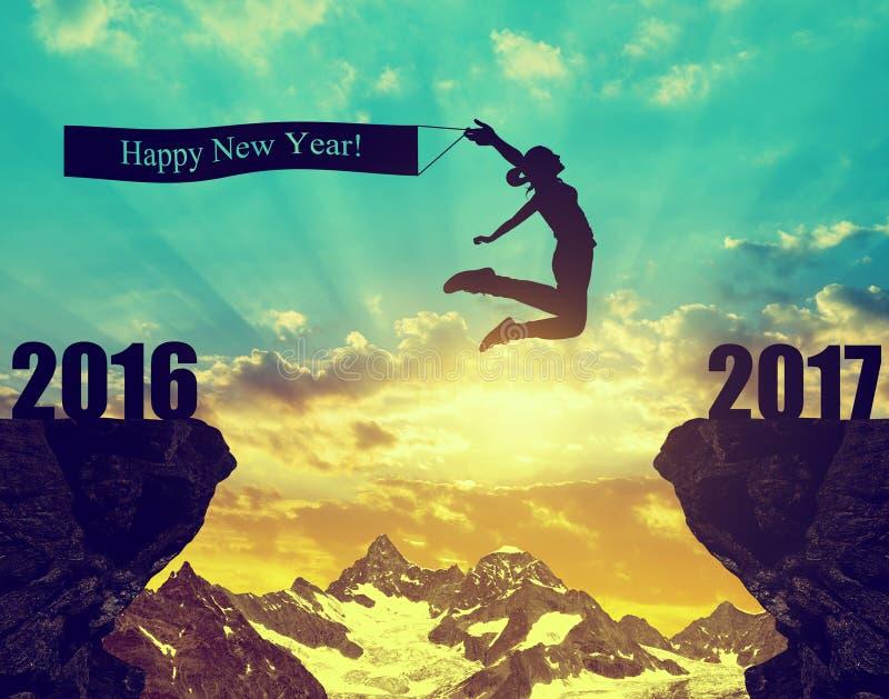 La fille saute à la nouvelle année 2017 photographie stock