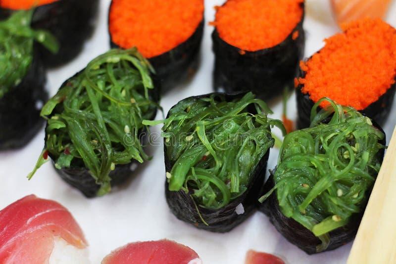 La fin vers le haut des sushi d'algue a placé avec le foyer sélectif photo libre de droits