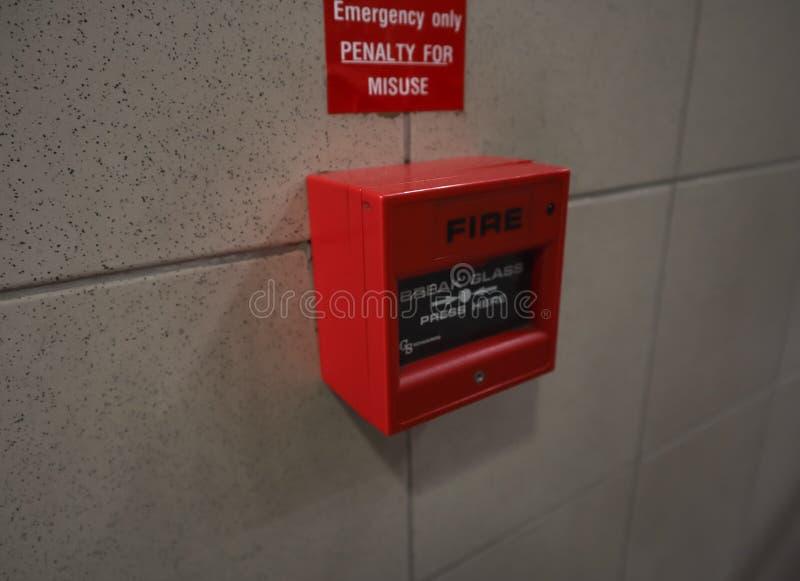 La fine su dell'allarme antincendio rosso di emergenza fotografia stock libera da diritti