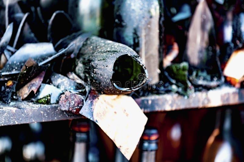 La fine su ha bruciato le rovine nocive di assicurazione distrutta di ricerca di incendio doloso del supermercato delle bottiglie immagine stock libera da diritti