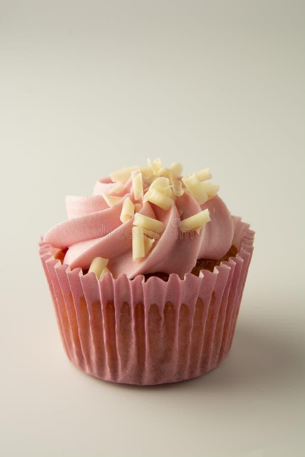 La fine sul rosa, strawbery, bigné della frutta isoalted Dessert dolce, crostate con crema Alimento di compleanno, dolce, muffin  fotografia stock