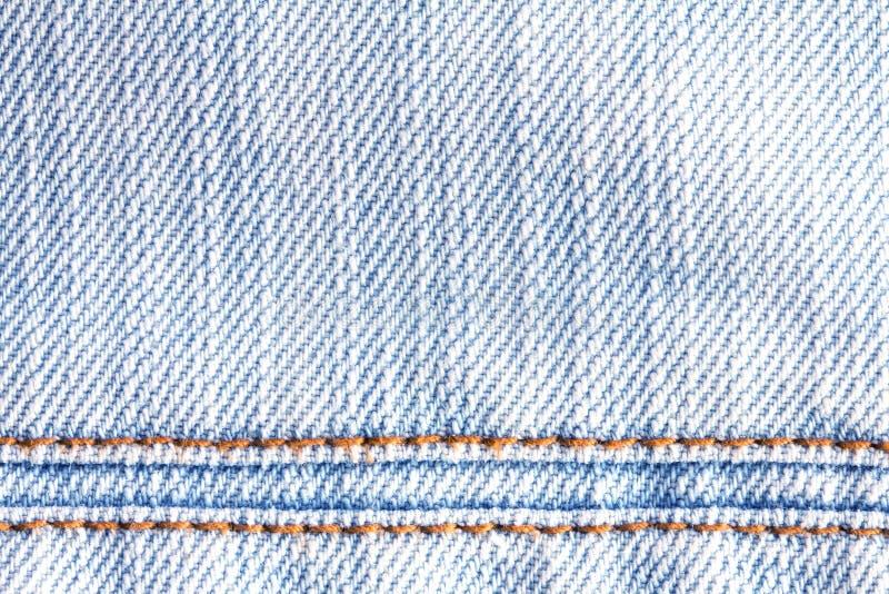 La fine sulle blue jeans del denim sorge con il backgro di struttura della cucitura immagine stock libera da diritti