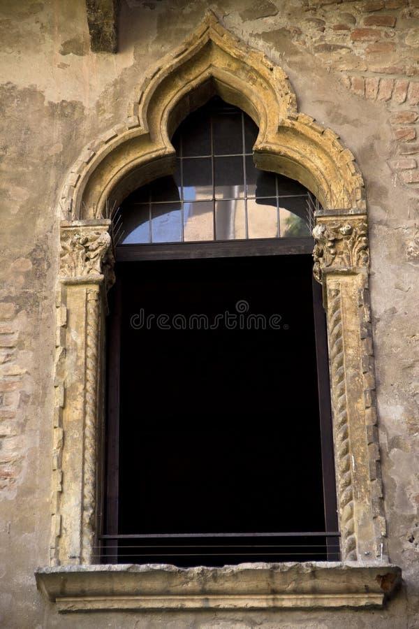 La finestra alla casa di Juliet a Verona immagini stock libere da diritti
