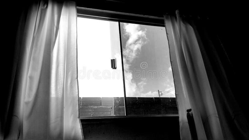 La finestra aperta immagini stock