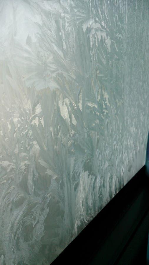 Download La finestra congelata fotografia stock. Immagine di cristallo - 117981802