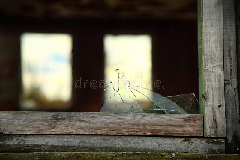 La finestra rotta immagini stock