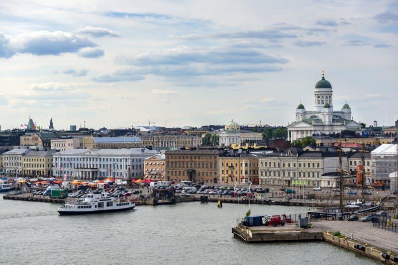 La Finlande, Helsinki - 30 juin 2013 : une vue panoramique du centre de Helsinki du ferry photographie stock libre de droits