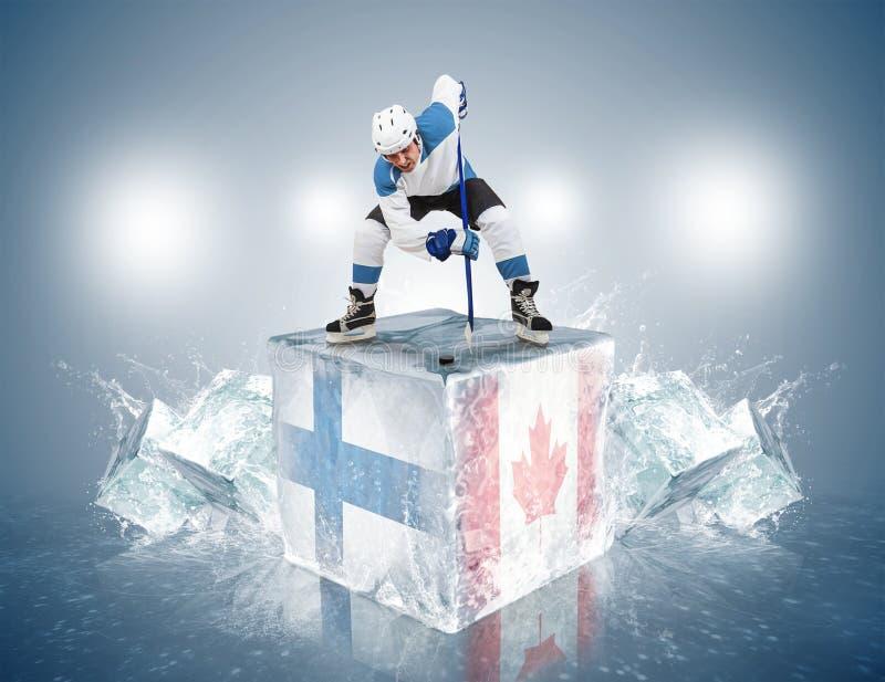 La Finlande - jeu de Canada. Joueur de remise en jeu sur la glace photo stock