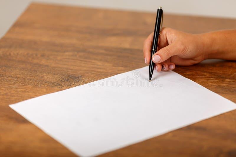 La firma del contratto fotografie stock libere da diritti