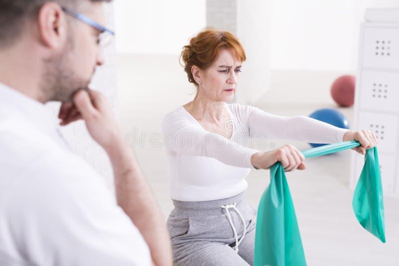 La fisioterapia non è così facile fotografia stock libera da diritti