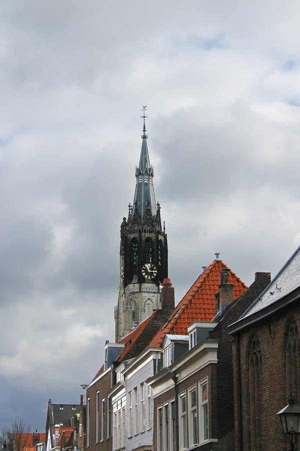 La flèche de l'église neuve image stock