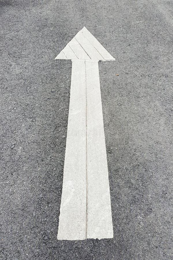 La flèche du trafic se connectent la rue photos libres de droits