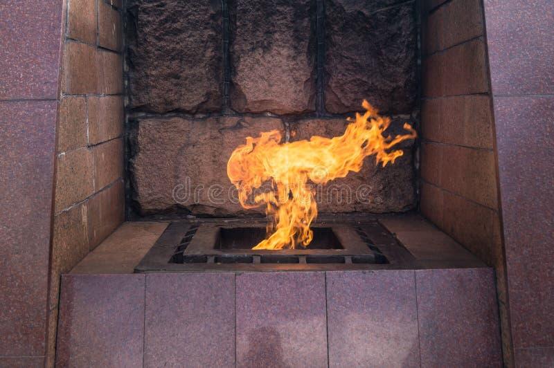 La flamme éternelle Mémorial de guerre sur le confluent de Volga et de Tmaka Ville de Tver, Russie image stock